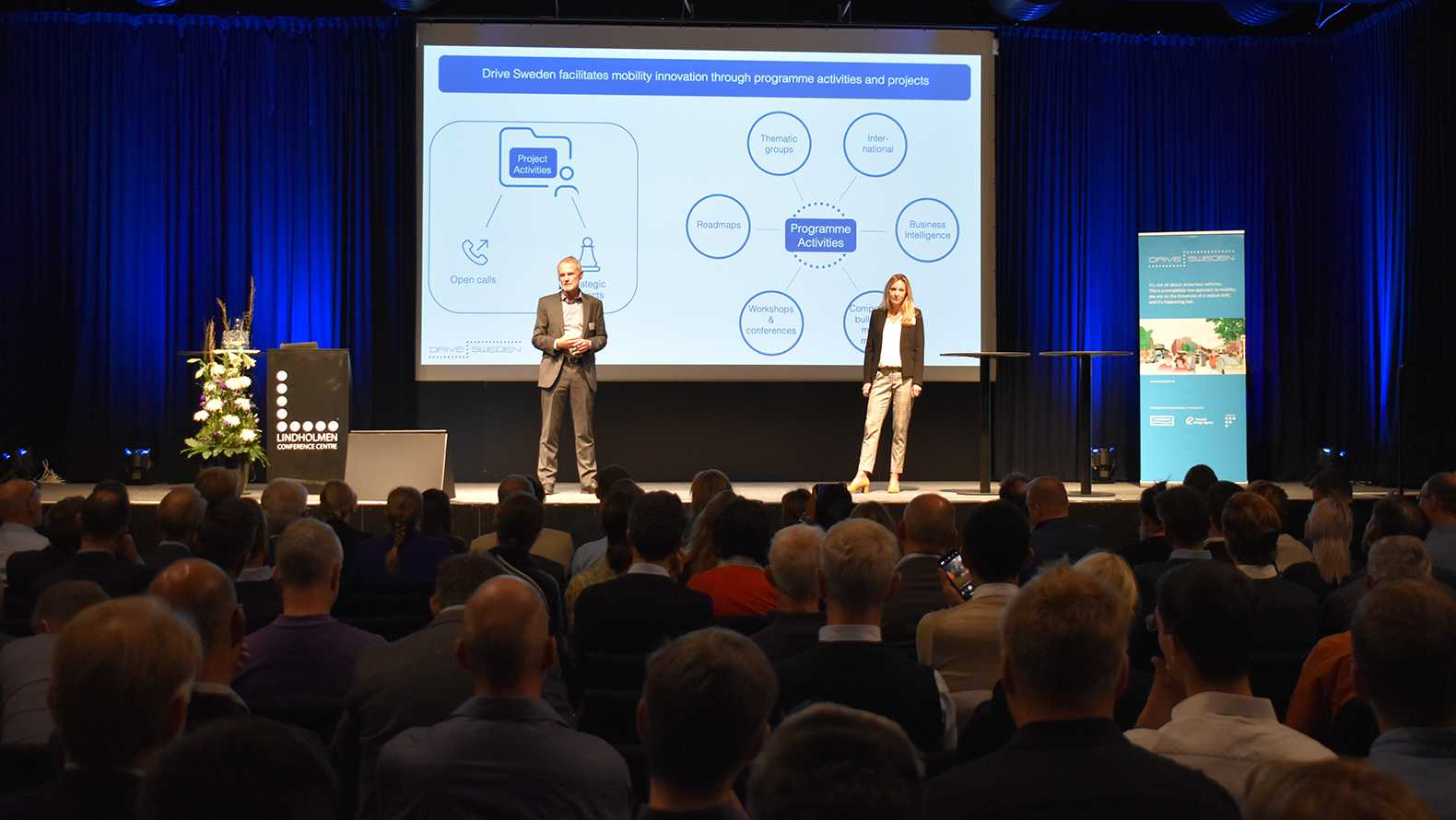 Chairman Jan Hellåker and director Sofie Vennersten on stage at Drive Sweden Forum on September 12th 2019.